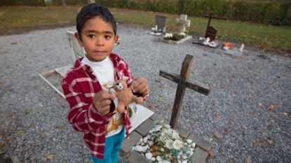 Mysterie in Hasselt opgelost: Ian (5) geeft auto's en knuffels aan overleden kinderen