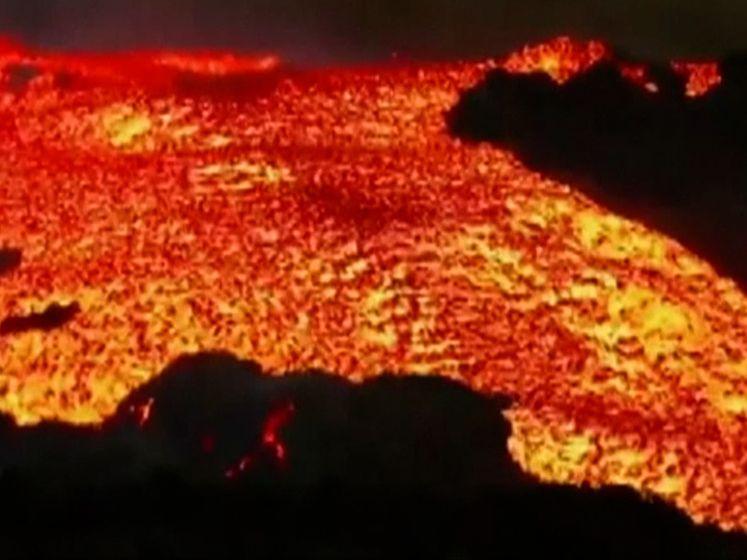 'Tsunami' van lava stroomt steeds sneller over La Palma