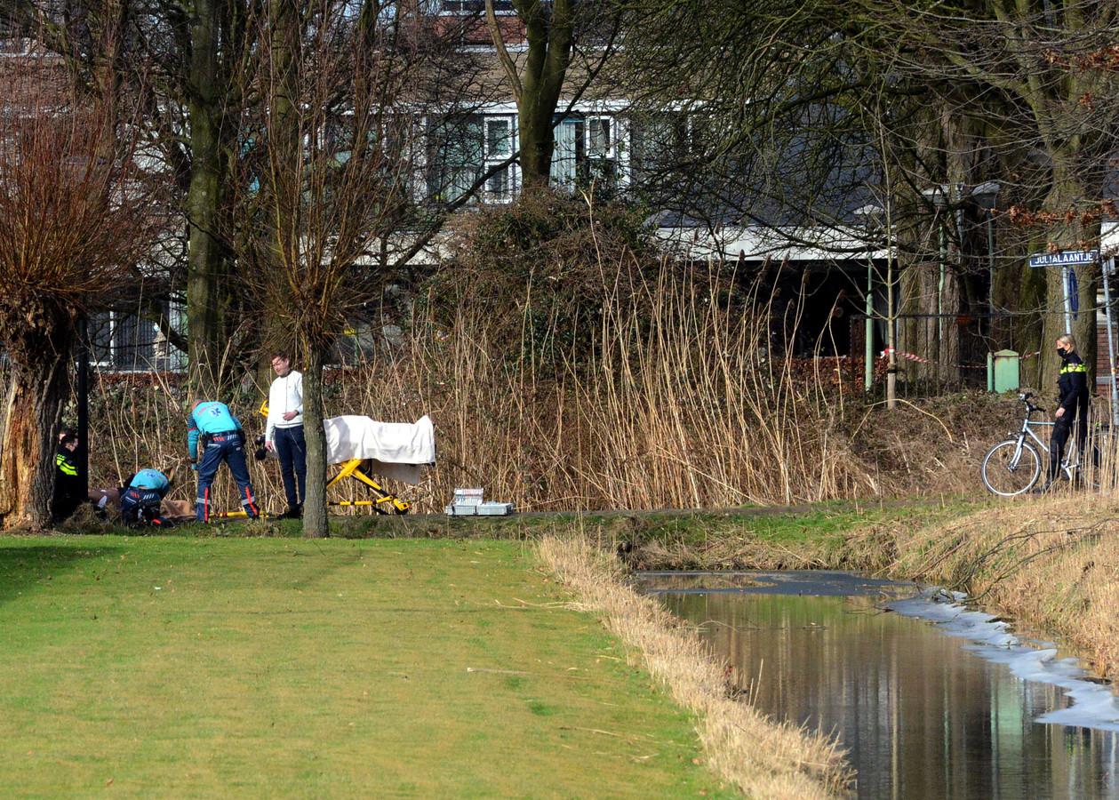 Een 26-jarige man uit Den Haag werd donderdag 18 februari rond 13.00 uur op het Julialaantje neergestoken.