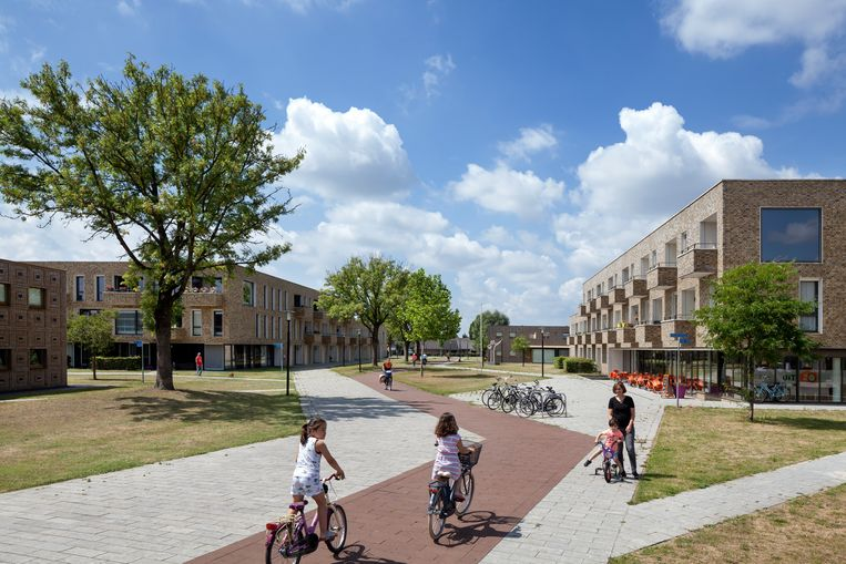 De wijk Berflo Es in Hengelo is opgeknapt naar ontwerp van KAW. Oude huizen werden gesloopt. Met in het centrum van de nieuwbouwbuurt een groot park waardoor de wijk een heel nieuwe structuur kreeg.  Beeld Daria Scagliola & Stijn