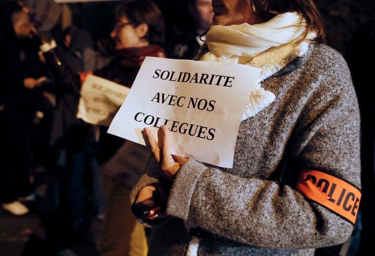 Archiefbeeld. Een protest van politie-agenten om solidariteit te betuigen met de collega's die werden aangevallen met molotovcocktails. (18/10/2016) Beeld AFP