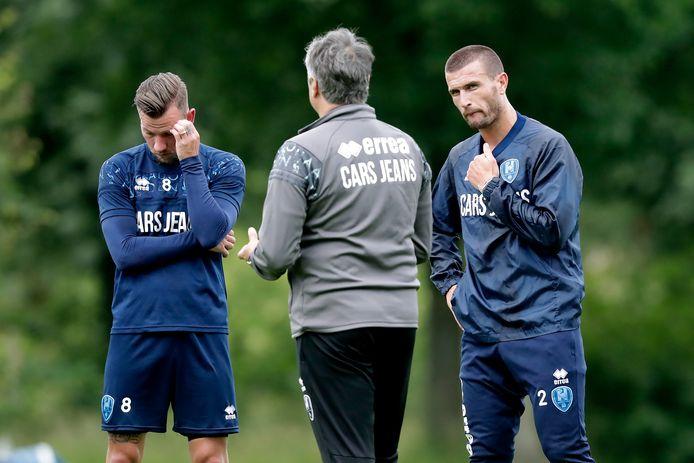 Ervaren krachten John Goossens en Daryl Janmaat in gesprek met Ruud Brood.