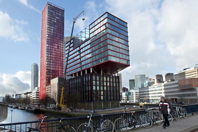 Woontoren The Red Apple op het Rotterdamse Wijnhaveneiland.