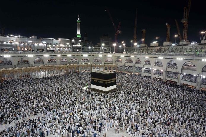 Moslima's zouden worden lastig gevallen in het heilige der heiligen van de islam.