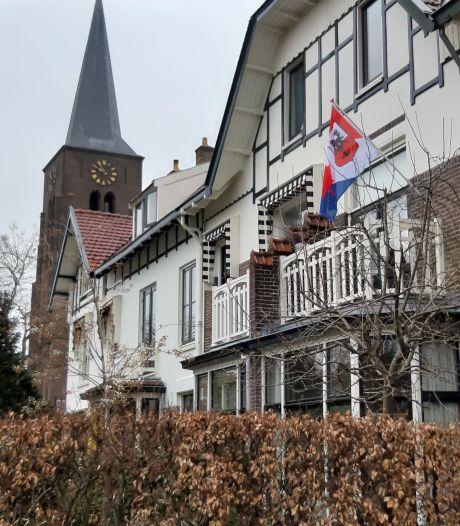 De speciale bevrijdingsvlag wappert in Deventer (maar nog lang niet overal)