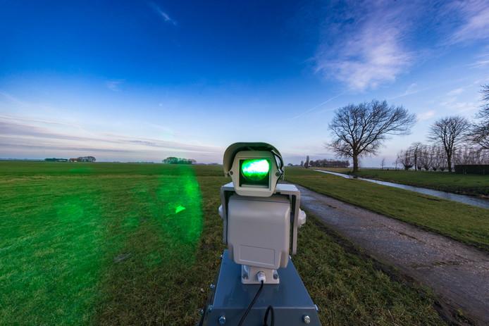 Klaas Gunnink op Kampereiland deed mee aan de proef. Met de robotlaser moet voorkomen worden dat ganzen op zijn land poepen en het gras wegvreten.