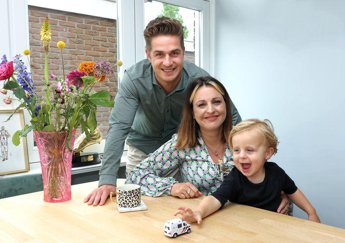 Jordens Peters met zijn vrouw Shane en hun zoontje Chase. In september verwachten ze gezinsuitbreiding.