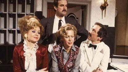 """BBC haalt 'racistische' aflevering 'Fawlty Towers' offline, John Cleese reageert afkeurend: """"Een stomme beslissing"""""""