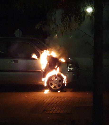 Auto uitgebrand aan de Wielewaal in Bladel