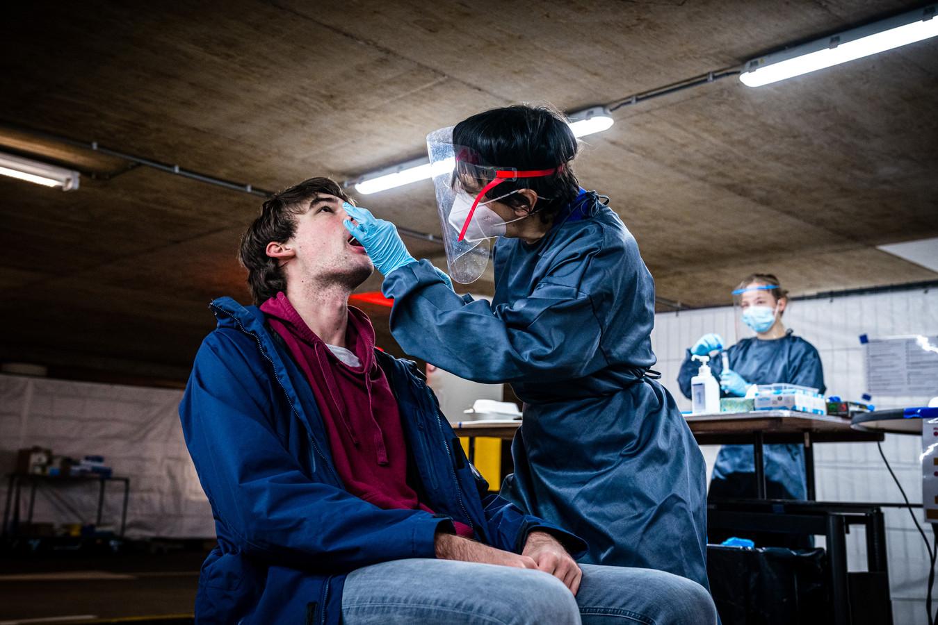 Het aantal besmettingen met het coronavirus in Rivierenland neemt nog elke dag toe. Foto ter illustratie.