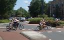 De rotonde verbindt de Vondelkade aan de Philosofenallee; twee belangrijke fietsroutes aan de rand van het centrum.
