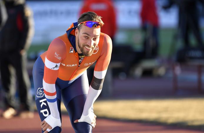 Kjeld Nuis na de 1000 meter waarop hij gediskwalificeerd is, tijdens de EK sprint in Collalbo.