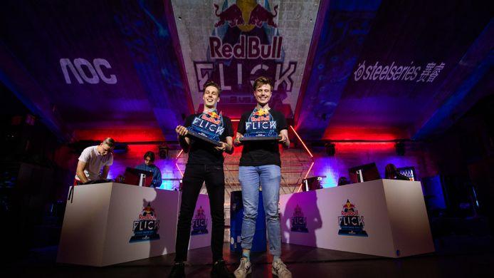 Sam 'Icze' Bonnyai en Sebastiaan 'TheRealPony' winnen Red Bull Flick 2021 in het Radion Amsterdam. De twee waren de sterkste in het unieke Counter-Strike: Global Offensive-toernooi.