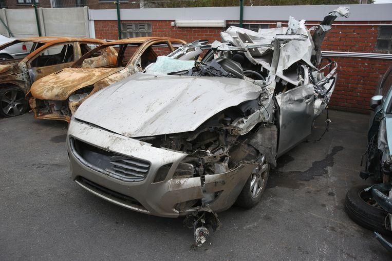 Het wrak van de Volvo waarin de man stierf.