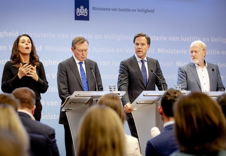 Minister Bruno Bruins (Medische Zorg), premier Mark Rutte en Jaap van Dissel (vlnr) van het RIVM tijdens een persconferentie waarop de nieuwe maatregelen rondom het coronavirus bekend worden gemaakt.  Beeld ANP