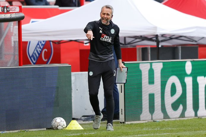 Adrie Poldervaart aan het werk als assistent-trainer bij FC Groningen.