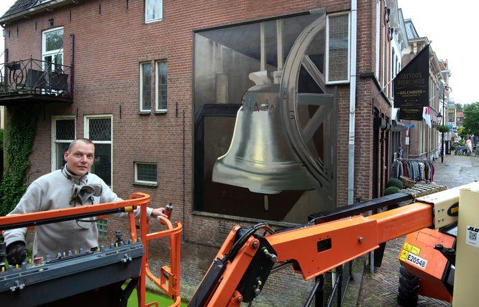 Culemborg Muurschilderingen in de binnenstad op de foto Jan is de Man met de papklok Foto William Hoogteyling