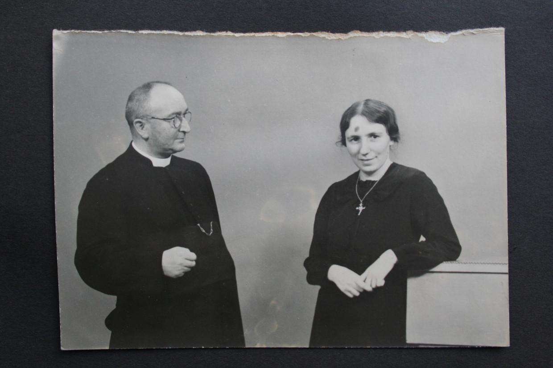 Pastoor Janus Ermen en Janske Gorissen.