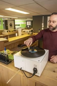 Leve de langspeelplaat! Vinylparadijs in Geesteren opnieuw verkozen tot platenzaak van het jaar