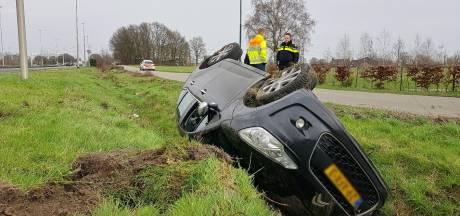 Leswagen belandt op de kop in Berkel-Enschot, niemand raakt gewond