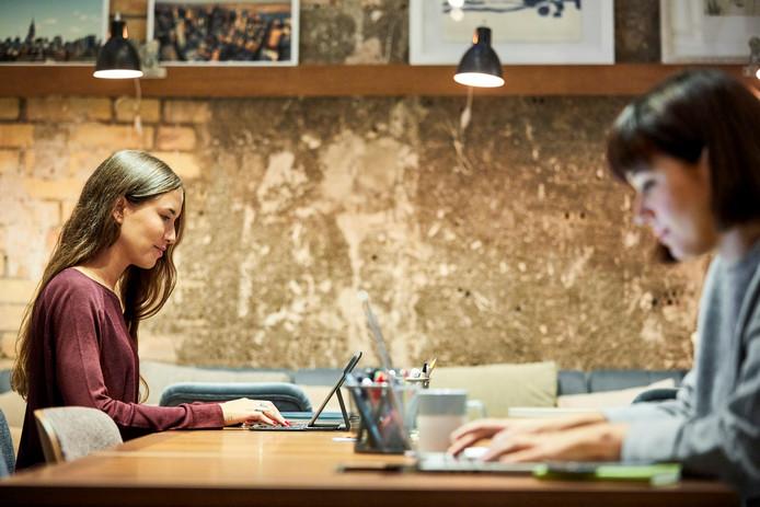 L'objectif de Womanly, outre la mise à disposition d'un espace de travail sur une surface de 350 mètres carrés, est d'aider les membres à développer leur activité professionnelle.