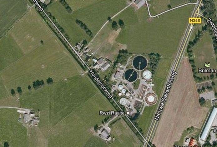 De rioolwaterzuiveringsinstallatie aan de Hondemotsweg in Raalte. (Bron: Google Maps)