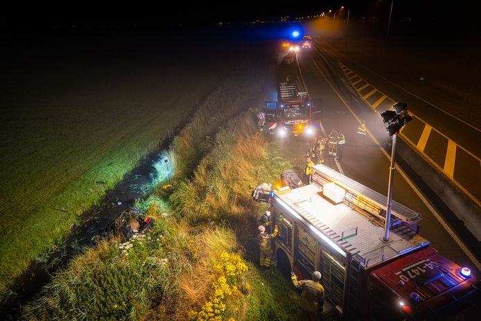 Op de N50 bij Kamperveen belandde vannacht  een auto in de sloot.