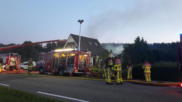 De brand in de aanbouw is onder controle. Het woonhuis in Kilder is gered.