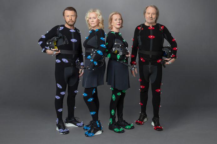 De leden van ABBA in de pakjes waarin ze de ABBA-tars maakten