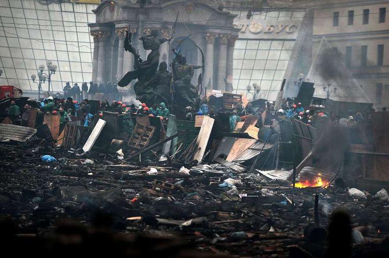 Barricades op het Onafhankelijkheidsplein in Kiev. Beeld afp
