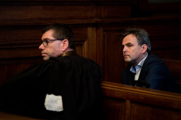 Patrick Decuyper en zijn advocaat in de Brusselse rechtszaal.