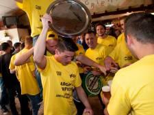 Joey Schuurmans gehuldigd voor 100 doelpunten namens Margriet