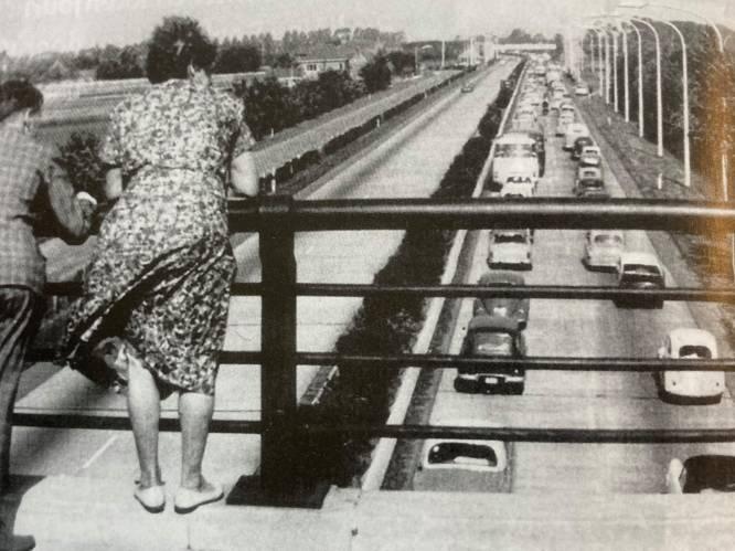 """AUTOSNELWEGVERHALEN. Terug naar de bouw van de E40 in Beernem, ooit het eerste stukje snelweg in ons land: """"Mensen stonden op de bruggen te wachten tot er wagens passeerden"""""""