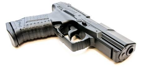 Politie arresteert Nijmegenaar met speelgoedpistool op Waalkade