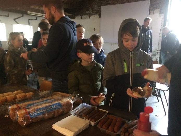 Rond het middaguur was het tijdens de Moesacademy tijd voor een broodje, kroketje en frikadelletje