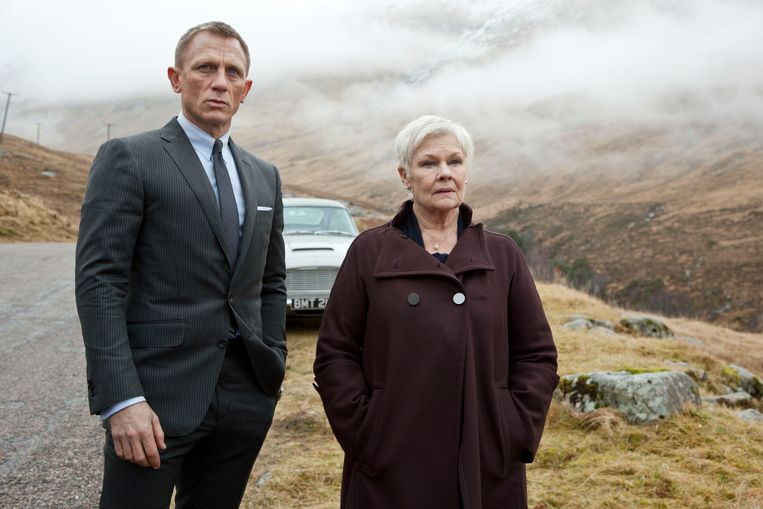 Daniel Craig als James Bond en Judi Dench als 'M' in 'Skyfall'. Beeld AP