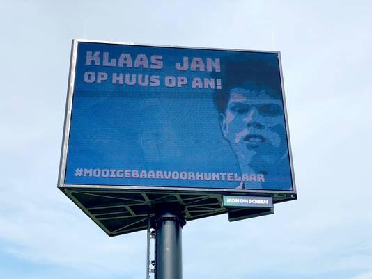 Graafschap-fans probeerden onder meer met levensgrote beeltenis van Klaas-Jan Huntelaar de Achterhoeks spits te verleiden tot een terugkeer bij de Superboeren.