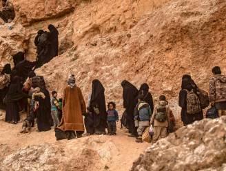 Honderden jihadisten en hun vrouwen en kinderen verlaten laatste IS-bolwerk