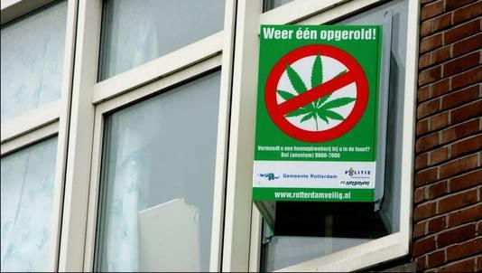 Bord om aan te geven waar in Rotterdam een hennepkwekerij is opgerold. © ANP