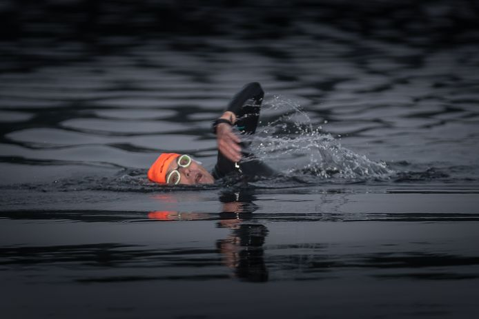 De Triathlon4KiKa begon voor Richard Reinders met 4 kilometer zwemmen.
