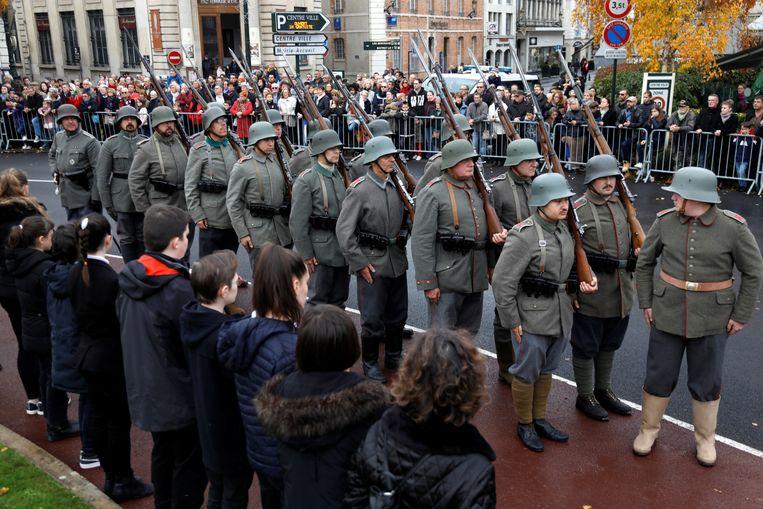 ► In Epernay in Frankrijk vond een historische evocatie plaats, met ook als Duitse soldaten verklede vrijwilligers. Beeld REUTERS
