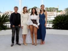 Le vent souffle à Cannes: Camélia Jordana en montre trop devant les photographes