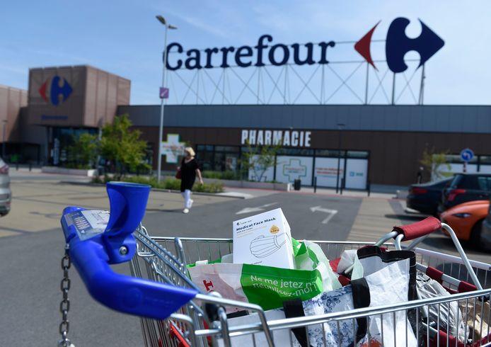 """Le conseil d'administration de la chaîne de supermarchés Carrefour Belgique fait mention, dans son rapport de gestion annuel, d'une enquête de l'Autorité belge de la concurrence, initiée en 2020, """"qui porte sur les échanges entre différents distributeurs concernant la vente des masques de protection au public et au gouvernement belge""""."""