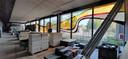 De ramen van de publiekshal van het stadskantoor in Roosendaal blijven intact.