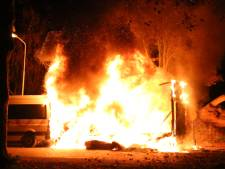 Vrachtwagen en personenbus uitgebrand in Voorburg