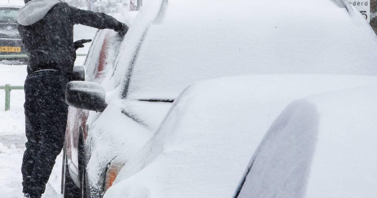 De dag na de sneeuwval in Brabant: ongelukken door gladheid en beperkt openbaar vervoer mogelijk.