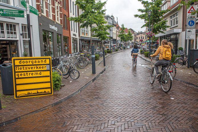 Hier was het nog een tijdelijke maatregel, maar fietsers zullen permanent geweerd worden van het centrum van de binnenstad: de Grote Markt en de Melkmarkt.