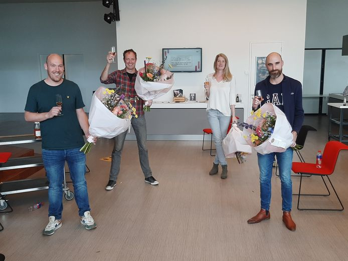 Blijdschap bij AD-journalisten Yelle Tieleman, Peter Koop, Carla van der Wal en Tobias den Hartog. Ze wonnen vandaag De Tegel voor hun producties over de tramaanslag in Utrecht.