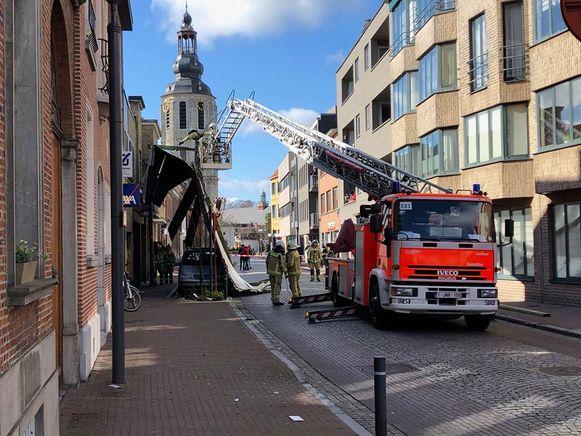 ZELE - In de Dokter Armand Rubbensstraat was ook een dak weggevlogen.