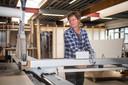 Interieurbouwer Babette Mulder moet bij het maken van offertes rekening houden met aangekondigde prijsstijgingen.